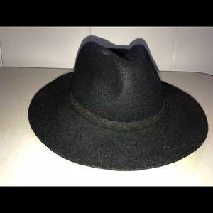 Black felt Michael Stars hat- adjustable